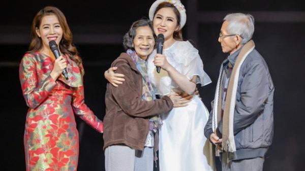 """Nữ ca sĩ xứ Nghệ gây xúc động khi tặng người mẹ 73 tuổi cặp vé máy bay để thực hiện """"giấc mơ Mỹ"""""""