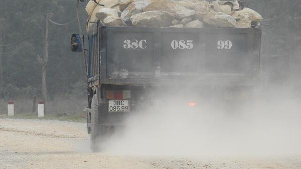 Hà Tĩnh: Người dân 'khổ sở' vì xe quá tải chạy rông