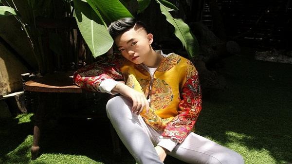 Nam sinh Nghệ An nổi danh với bộ tranh vẽ sao Việt