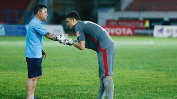 Đặng Văn Lâm xúc động nói lời tạm biệt trước ngày sang Thái Lan thi đấu