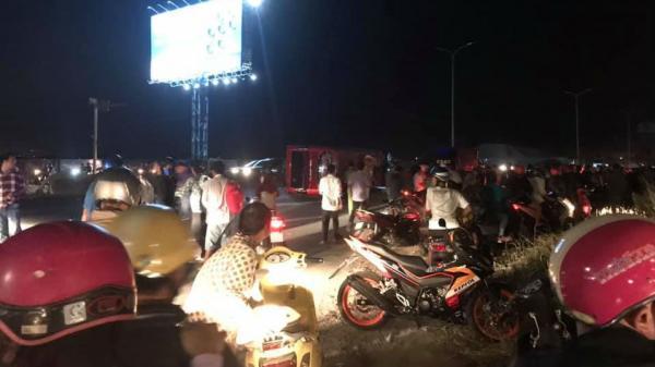 Ôtô khách chở 30 người về quê ăn Tết bị lật, hành khách hoảng loạn kêu cứu