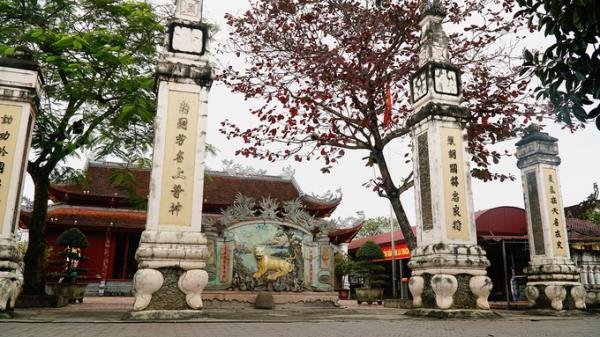 Bên trong đền thờ ông Hoàng Mười gần 400 năm ở Nghệ An