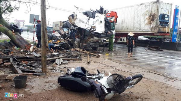 Xe container đ.âm liên hoàn trên quốc lộ, 1 người ch.ết, 7 bị thương