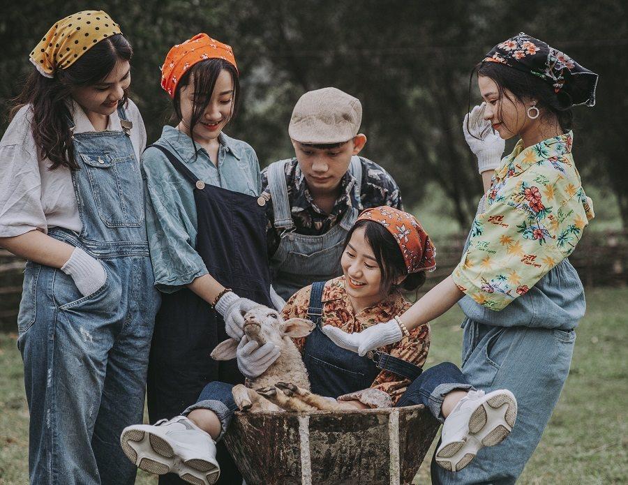 Quá chán phố thị ồn ào, học sinh Nghệ An tìm về trang trại để làm 'nông dân'