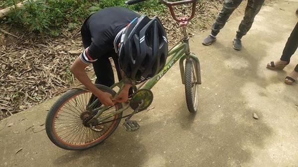 Bé trai 13 tuổi đạp xe từ Sơn La xuống Hà Nội được tặng xe đạp mới