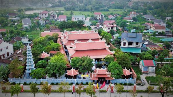 Cận cảnh điện thờ dòng họ dát vàng trăm tỷ ở Hà Tĩnh