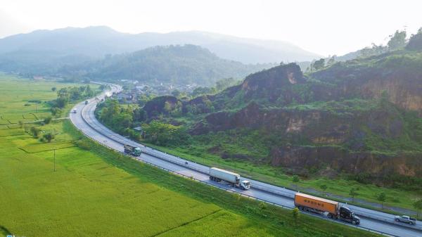 Hà Tĩnh: Quốc lộ hơn 2.400 tỷ sụt lún, chắp vá 'do mưa'