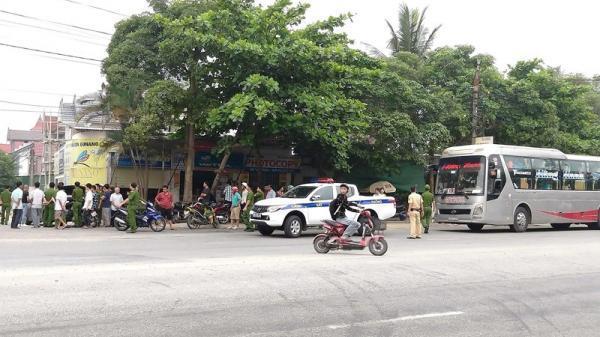 Hà Tĩnh: Có tiếng n.ổ sau va chạm giữa nhiều người trên 2 ô tô