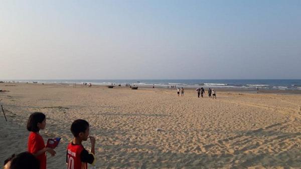 Hà Tĩnh: Rủ nhau đi tắm biển, một nam sinh bị đuối nước