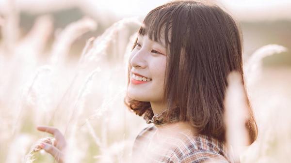 Hot girl 16 tuổi đến từ Sơn La xinh đẹp ngẩn ngơ giữa cánh đồng cỏ lau gây sốt CĐM