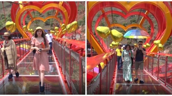 CLIP: Hàng nghìn người đổ về trải nghiệm cây cầu kính 5D đầu tiên tại Việt Nam
