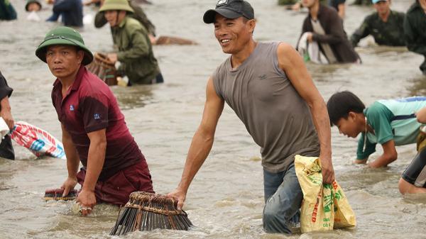 Độc đáo Lễ hội bắt cá Đồng Hoa có một không hai ở Hà Tĩnh