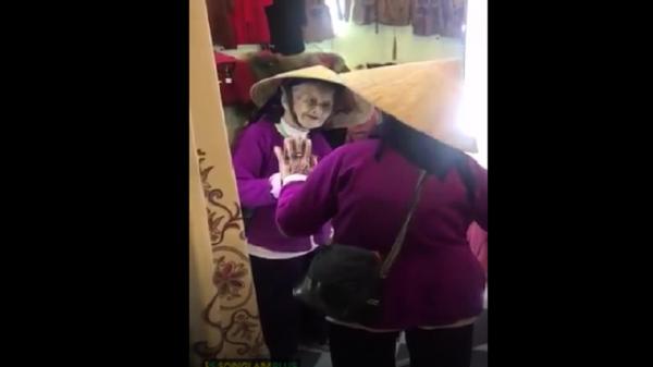 Cụ bà 103 tuổi ở Nghệ An nói chuyện với chính mình trong gương khiến ai cũng vừa cười vừa thương