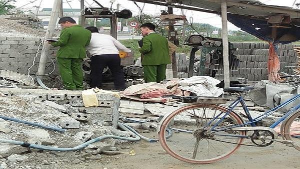 SỐC: Nữ công nhân ở Nghệ An bị cuốn vào máy làm gạch