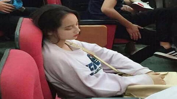 'Tây Thi ngủ gật' phiên bản nữ sinh từng là cựu học sinh trường Chuyên Nghệ An