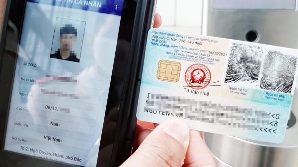 Người đã có thẻ Căn cước gắn chip khi lái xe có phải mang theo bằng không?