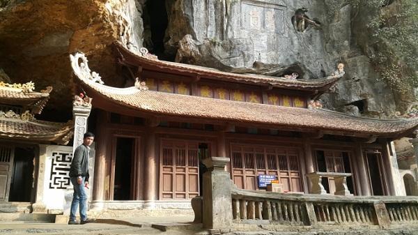 Tham quan vãn cảnh ngôi chùa cổ ở Ninh Bình