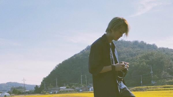 Giữa dàn nam thần ĐT Việt Nam lạc đâu vào một anh lãng tử, đi đá bóng nhưng sao toàn đăng ảnh mây trời?