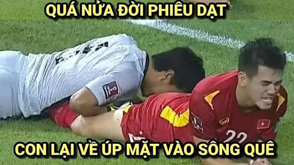 """Việt Nam thắng Malaysia, meme """"cười bể bụng"""" đánh chiếm khắp mạng xã hội"""