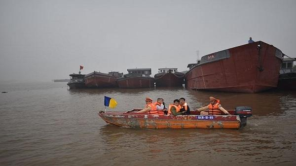 Tuần tra, xử lý tàu thuyền vi phạm trên sông ở Ninh Bình