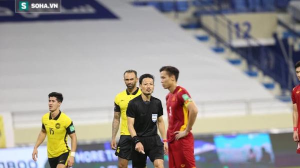 """Báo Trung Quốc tố Văn Toàn ăn vạ, gọi tình huống penalty là """"điên rồ nhất lịch sử"""""""