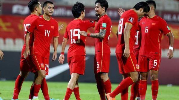 """CĐV Việt Nam """"dự"""" tuyển Trung Quốc đại bại 0-10, CĐV Trung Quốc tức giận đáp trả quyết liệt"""