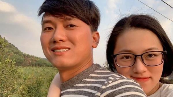 Cận cảnh nhan sắc vợ kém chục tuổi, được Quách Ngọc Tuyên đưa đi thi tốt nghiệp cấp 3