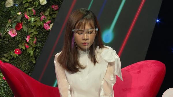 Cô gái bị bố ruột nhiều lần đem bán, lên truyền hình tìm mẹ khiến Quyền Linh xót xa