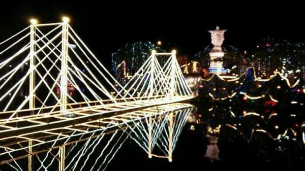 Ninh Bình: Không khí đón Giáng sinh đã tràn ngập tại nhà thờ Phát Diệm