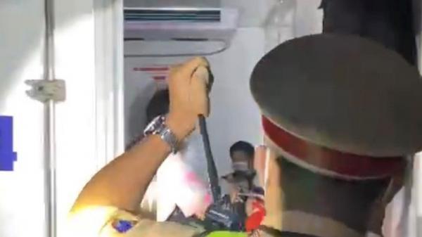 """Vụ """"nhét"""" 15 người trong thùng xe đông lạnh: May được ra ngoài kịp thời chứ chạy tiếp chắc không chịu nổi!"""