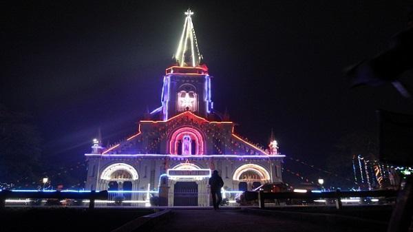 Cận cảnh vẻ đẹp của nhà thờ đá Phát Diệm Giáng sinh 2017