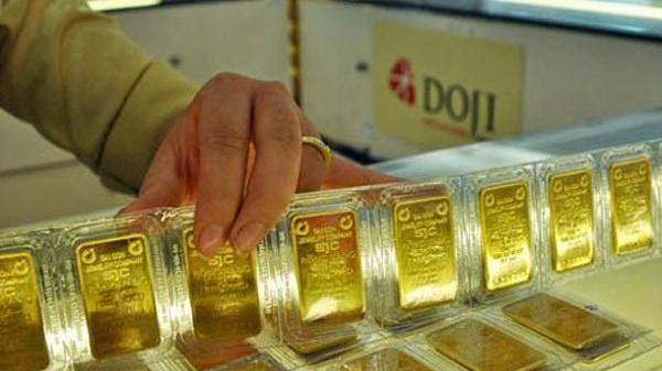 Giá vàng hôm nay 27/9: Tiếp tục lao dốc, về dưới mốc 1.750 USD/ounce