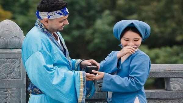 """Ảnh cưới cổ tích """"cô Tấm"""" của cặp đôi dâu Việt - rể Tây ở Ninh Bình khiến cộng đồng mạng thích thú"""