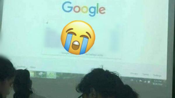 Giáo viên quên xóa lịch sử duyệt web, học trò trông thấy liền xấu hổ, không dám nhìn dòng chữ cô đang tìm kiếm
