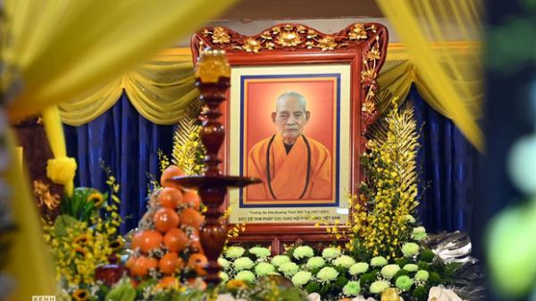 Chùm ảnh: Xúc động giờ phút tiễn biệt Đại lão Hòa thượng Thích Phổ Tuệ viên tịch sau 105 năm trụ thế