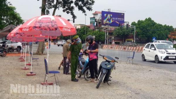 Người về Ninh Bình từ vùng cấp độ 1 chỉ thực hiện khai báo y tế, tự theo dõi sức khỏe