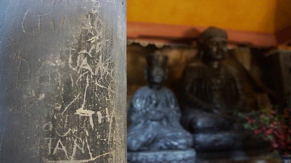 Ngôi chùa 'đẹp thứ nhì trời Nam' bị vẽ bẩn chi chít