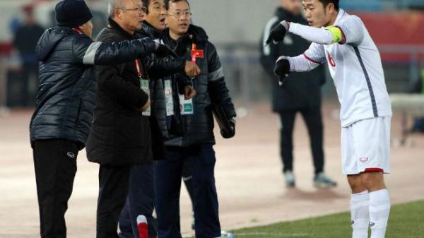 """U23 VN: Đội trưởng Xuân Trường hành động """"lạ"""", HLV Park Hang Seo phải nể"""