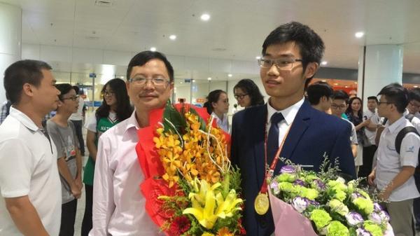 """""""Chàng thư sinh""""19 tuổi đến từ Ninh Bình nhận học bổng 6,4 tỷ của trường ĐH số 1 thế giới, nhờ vào bài luận về bóng đá"""