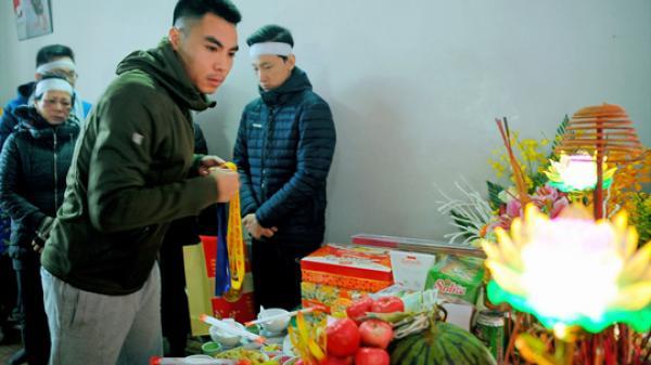 Sao U23 Việt Nam: Vừa về tới quê lập tức đến chịu tang