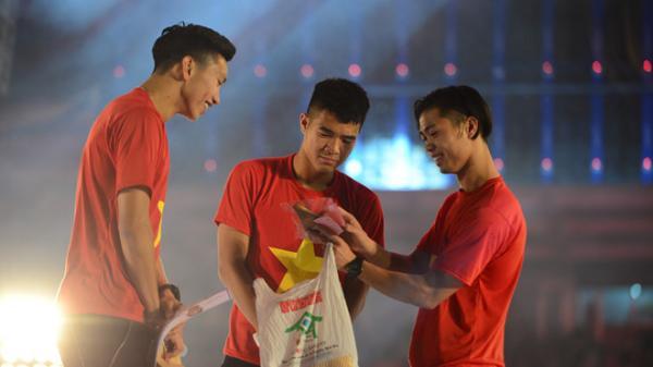 """U23 Việt Nam tiếp tục được nhận """" cơn mưa"""" tiền thưởng"""