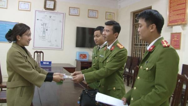 Công an Ninh Bình giúp du khách tìm lại tiền bị mất