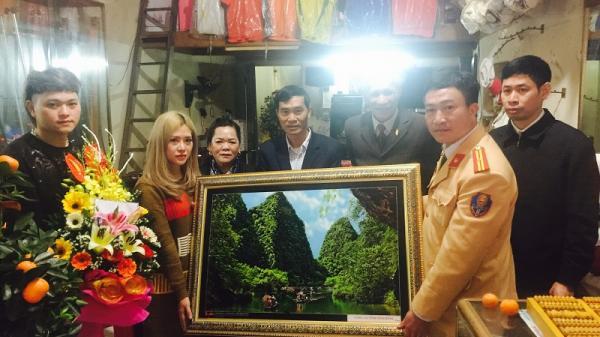 Tặng quà cho đôi nam nữ Ninh Bình cung cấp clip nhóm thanh niên đánh võng