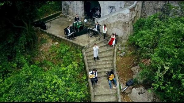 Khắc khoải với bản cover 'Đợi em đến hoa cũng tàn' của chàng ca sĩ điển trai gốc Ninh Bình- Hà Anh Tuấn