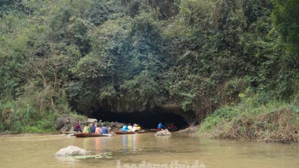 Vẻ đẹp kỳ thú của Xuyên thủy động Hang Bụt, Ninh Bình