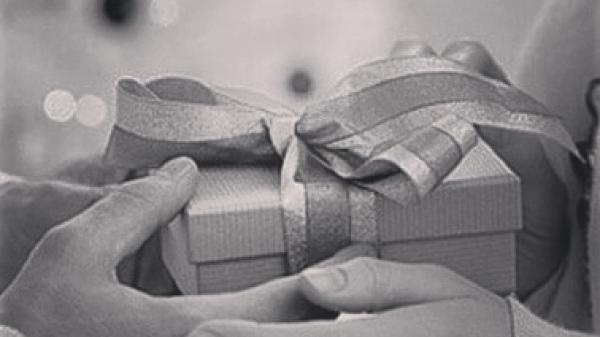 Đôi chân run rẩy của mẹ và món quà 8/3 đầu tiên của cô gái Ninh Bình
