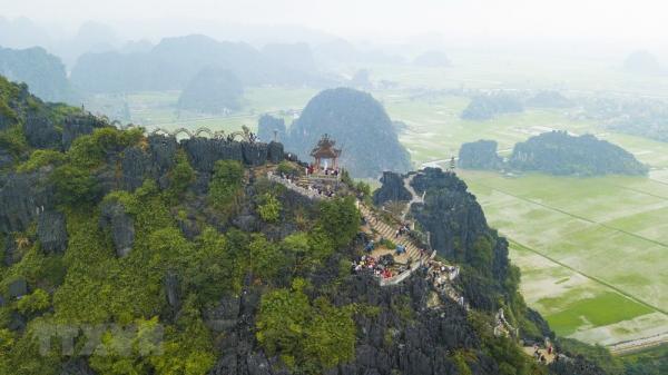 Ngắm nhìn toàn cảnh cố đô Hoa Lư từ trên đỉnh Hang Múa