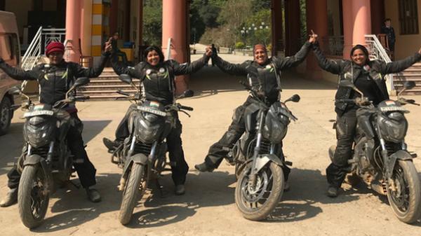 Những cô gái Ấn Độ chạy môtô 17.000km đến Tràng An-Ninh Bình
