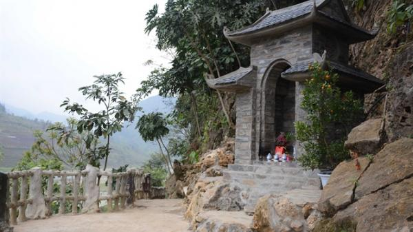 Mê cung giữa ngàn vạn hình thù đẹp lung linh dưới chân đèo Khau Phạ