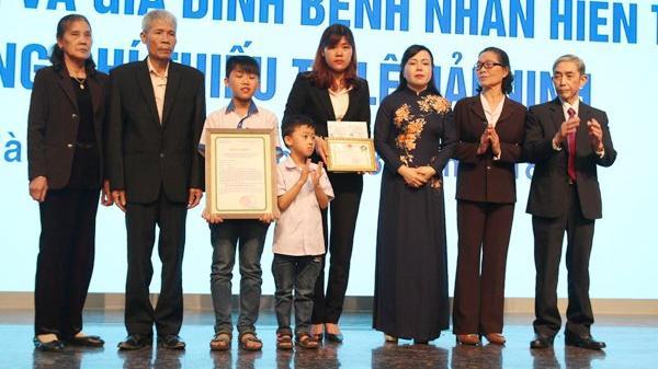 """Vợ thiếu tá Ninh Bình hiến tạng cứu 6 người: """"Em muốn tim anh còn đập, đôi mắt anh vẫn sáng ngời dõi theo mẹ con em"""""""